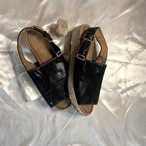 Naturalizer Small Flatform Sandals 6.5
